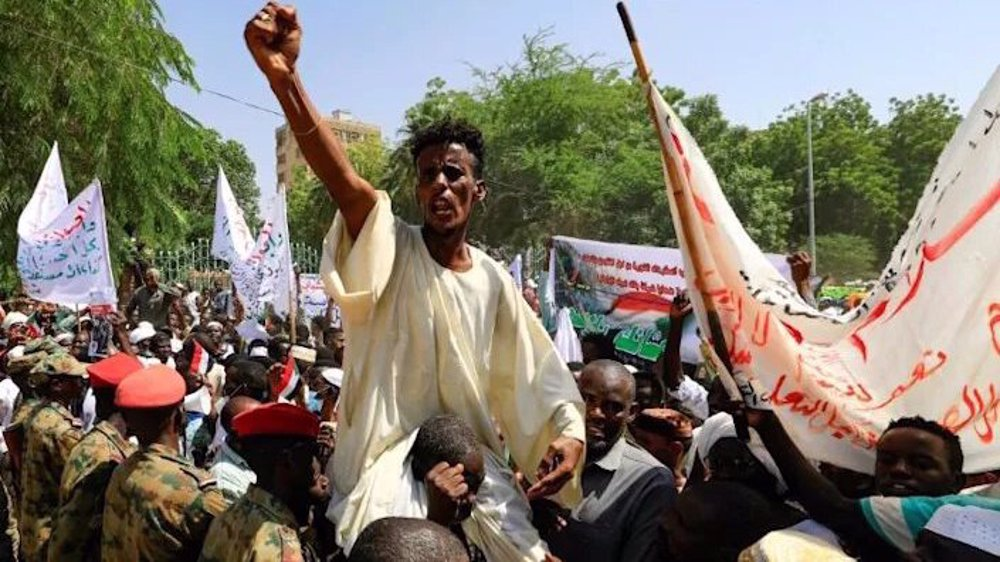 Hundreds of Sudanese protesters want dissolution of transitional govt.