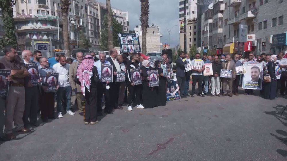 Palestinians express solidarity with hunger striking prisoners