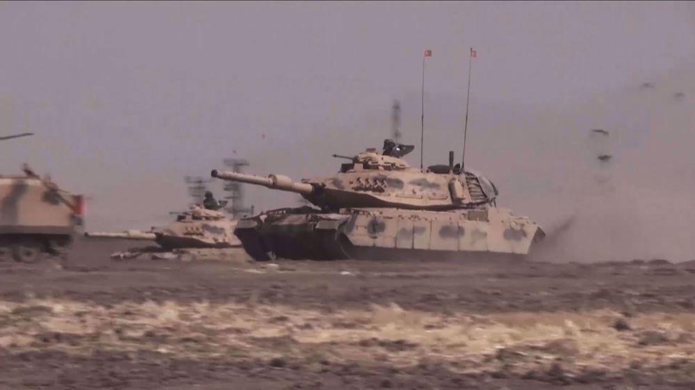 Turkey deploys military convoy to Syria