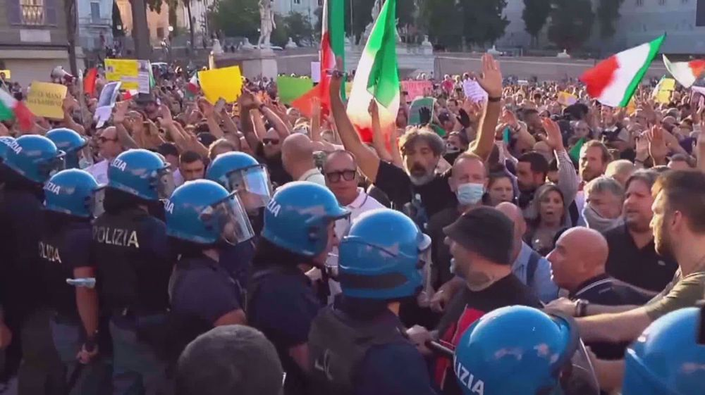 Protests over compulsory vaccine passport in workplaces continue in Italy