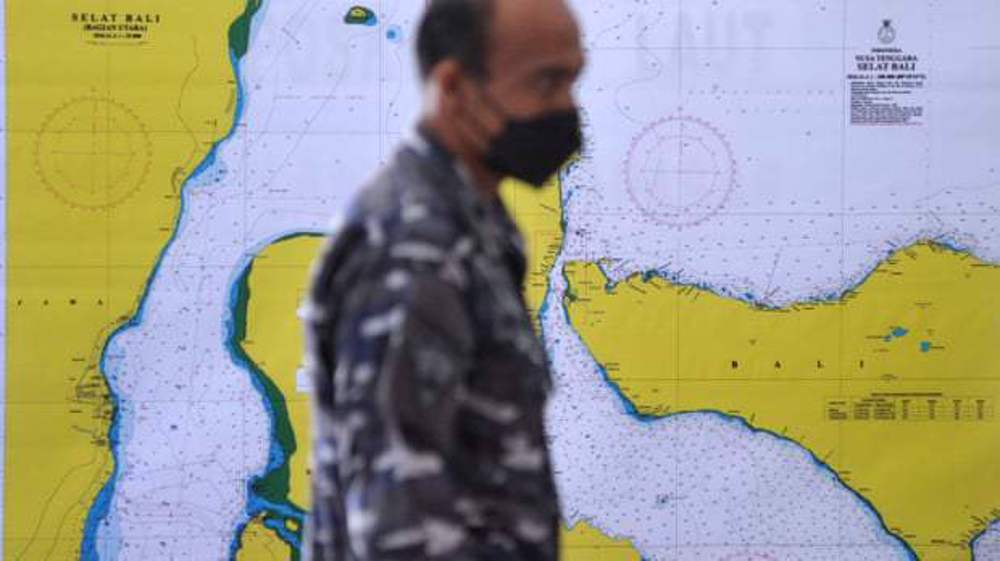 Hope fades for missing Indonesian submarine as oxygen dwindles
