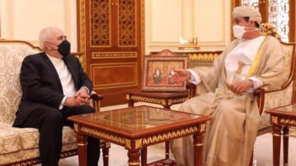 Iran, Oman discuss economic ties, regional issues in Muscat