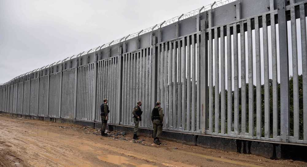 Greece forcibly pushes refugees across border into Turkey: Report