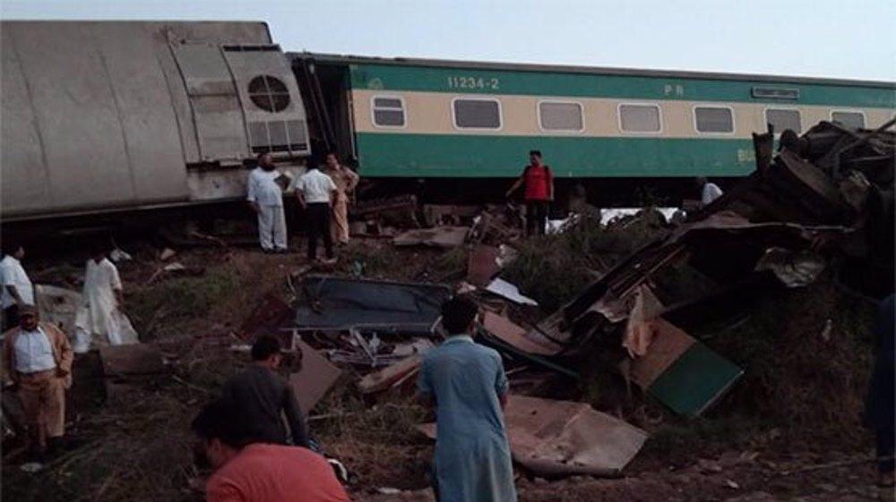 At least 30 killed in Pakistan train crash: Police