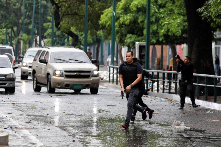 Venezuela says 10 Colombian paramilitaries killed in Caracas clashes so far
