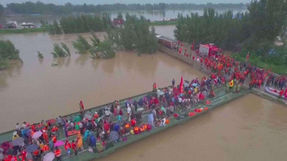 China evacuates flood-hit villagers with boat bridge