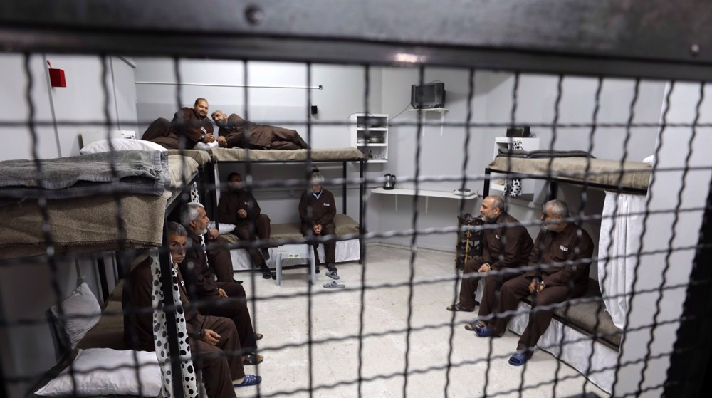 '14 Palestinian prisoners on hunger strike against detention without trial'