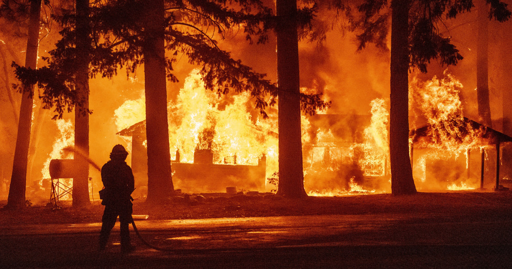 US firefighters battle California blaze generating its own climate
