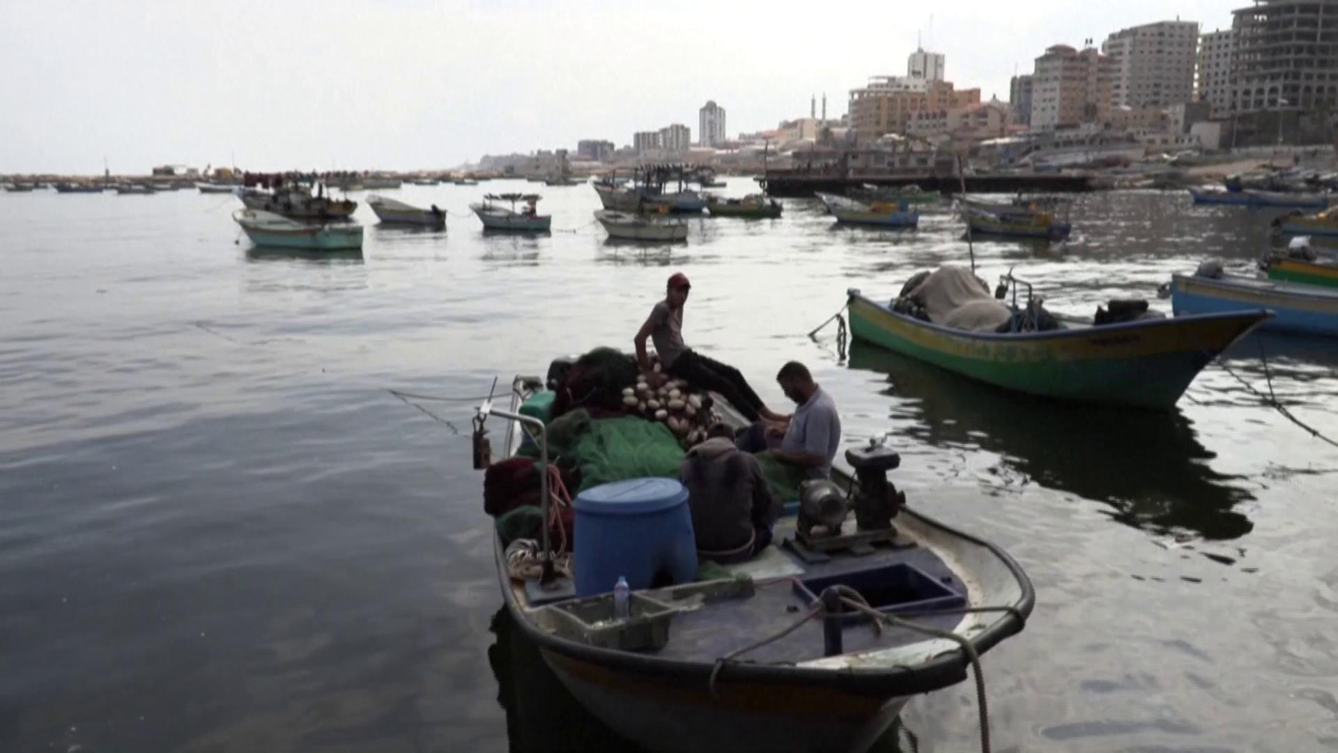Israel reduces Gaza fishing zone