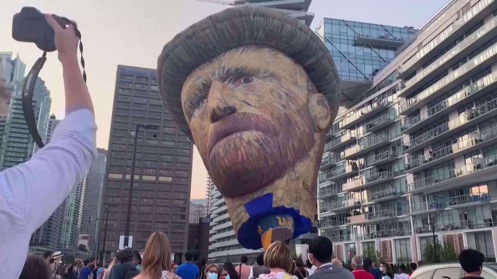 Massive Van Gogh hot air balloon kicks off reopening of immersive exhibit