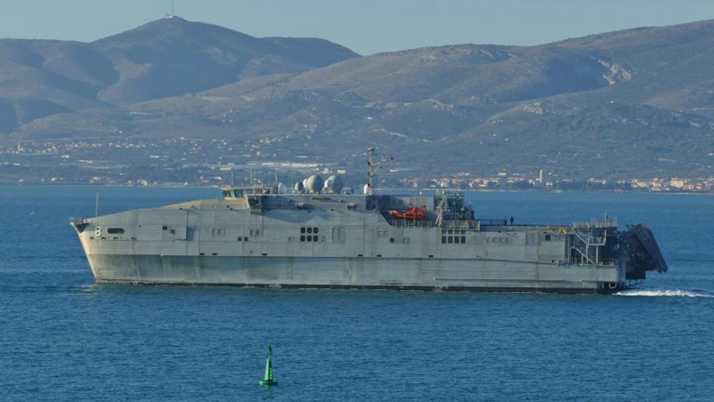 Russie: porte-avions US débarque