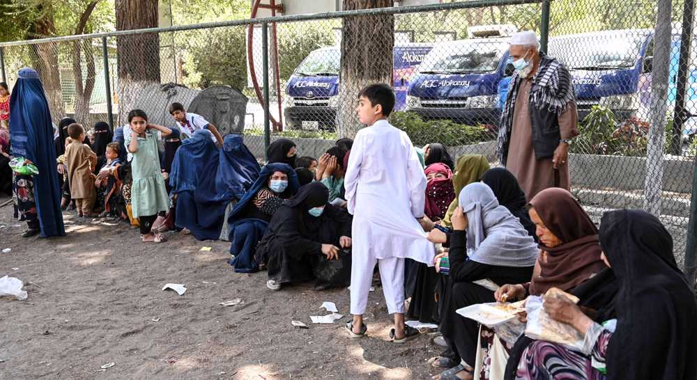 Thousands of civilians flee homes in Afghanistan as Taliban advance