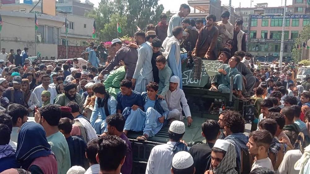 Taliban say militants waiting at Kabul gates after seizing Jalalabad