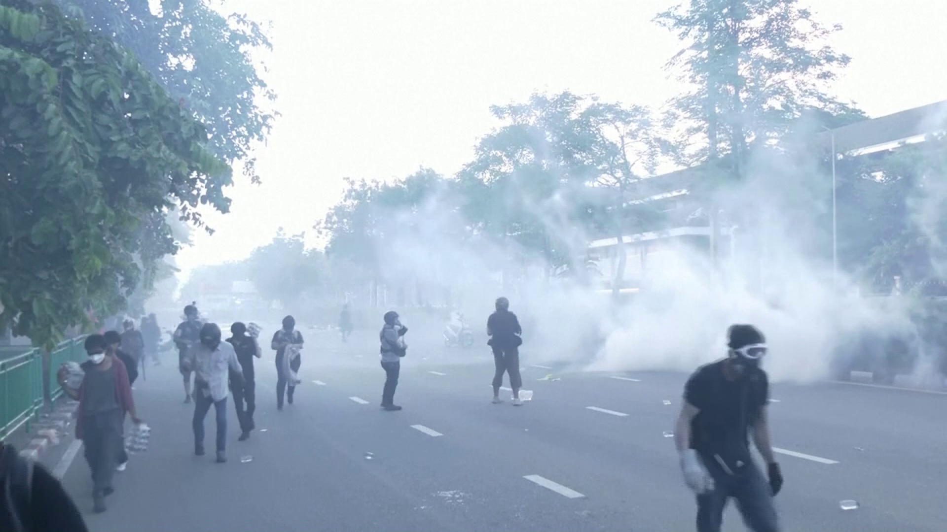 Clashes in Thailand as pressure builds on PM over coronavirus crisis