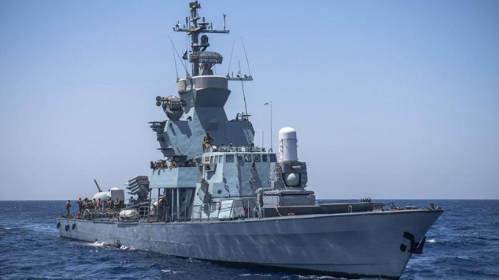 Un navire israélien frappé
