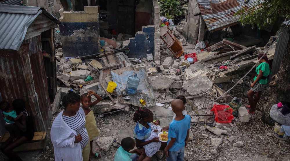 Haitians loot aid trucks a week after quake killed over 2,000