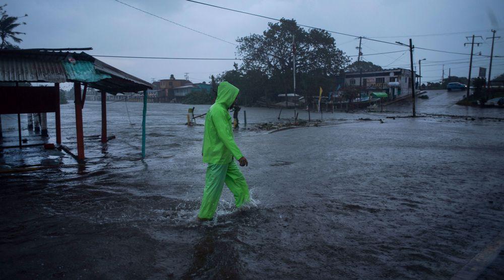 Hurricane Grace strikes eastern Mexico, killing 8