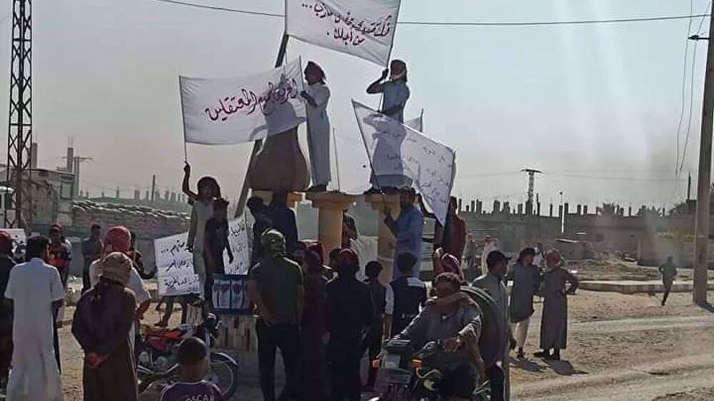 Syrians protest US arrest of 300 tribesmen for fighting Daesh