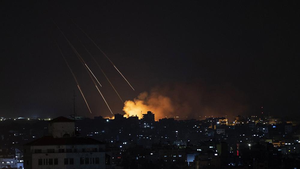 Israeli warplanes hit sites in Gaza Strip in overnight aggression: Reports
