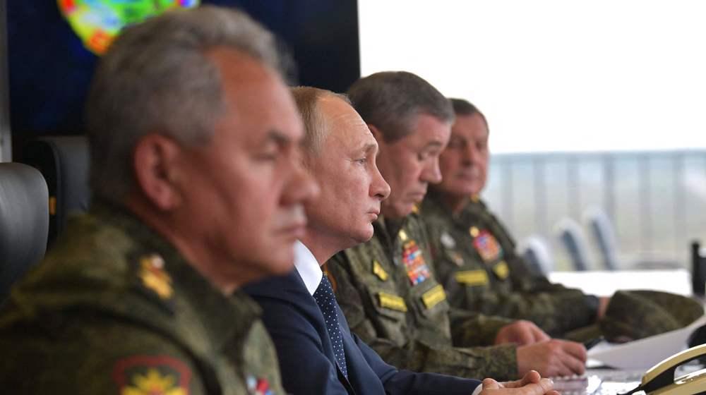 Russian President Putin inspects military drills