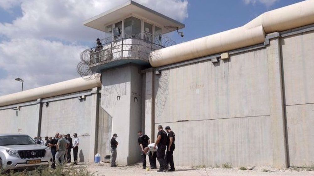 Israel sounds alarm over possible attacks by two prisoners still at large