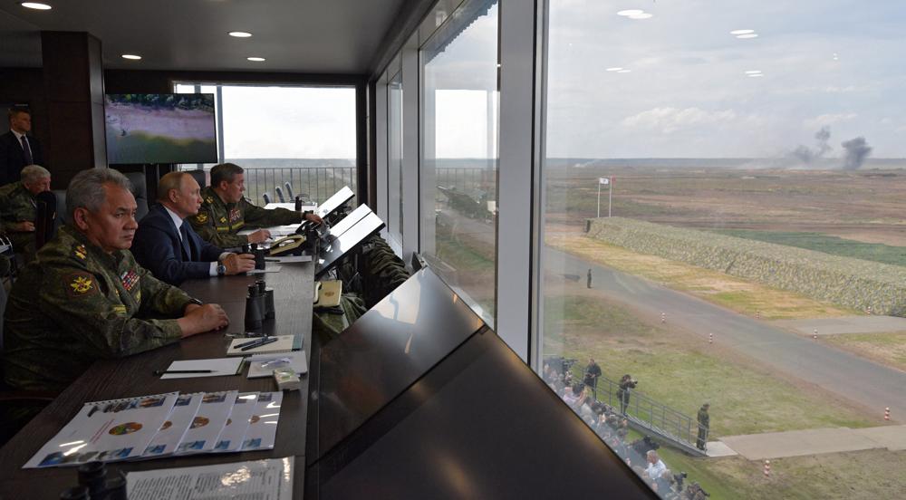 Putin oversees Russia-Belarus drills amidincreased NATO activity near borders