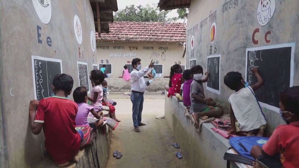 Indian teacher turns streets into classrooms for village kids