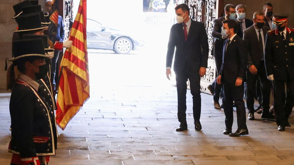 Spain, Catalonia resume talks, admit divisions on Catalan independence