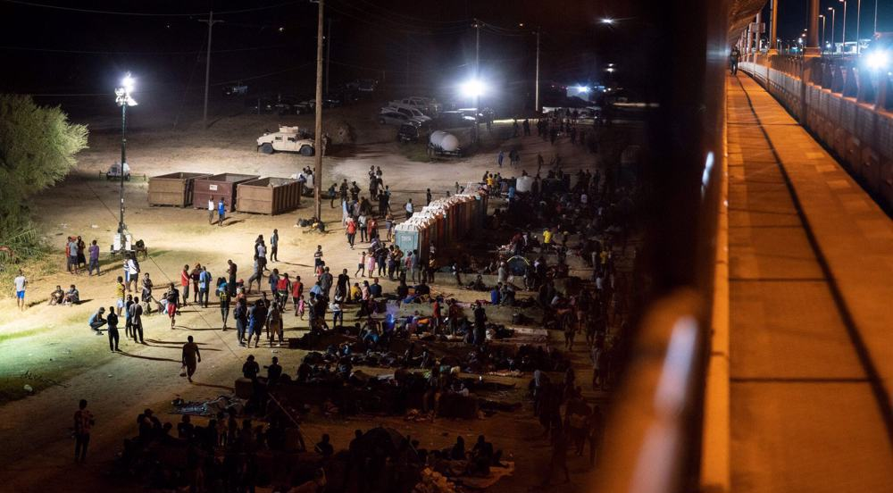 US holding 10,000 migrants in squalid conditions under Texas bridge