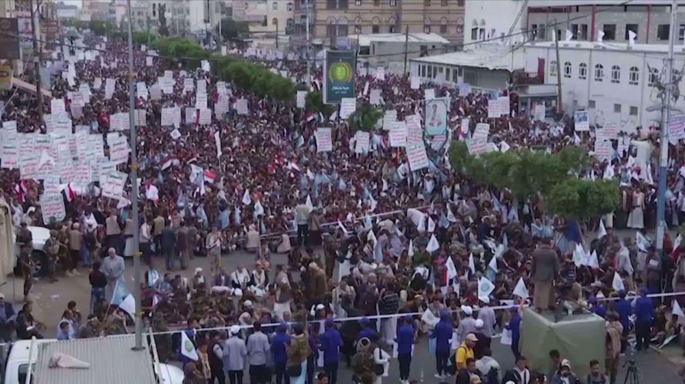 Yemenis hold rallies to mark 2014 Revolution anniversary