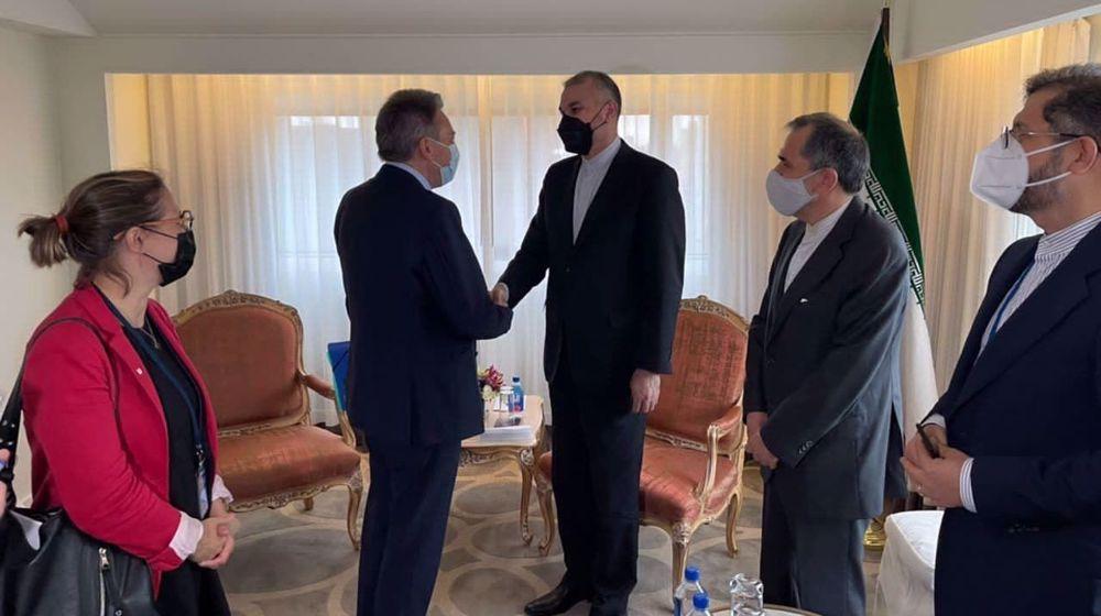 World must counter US 'oppressive sanctions, blatant terrorism' against Iran: FM