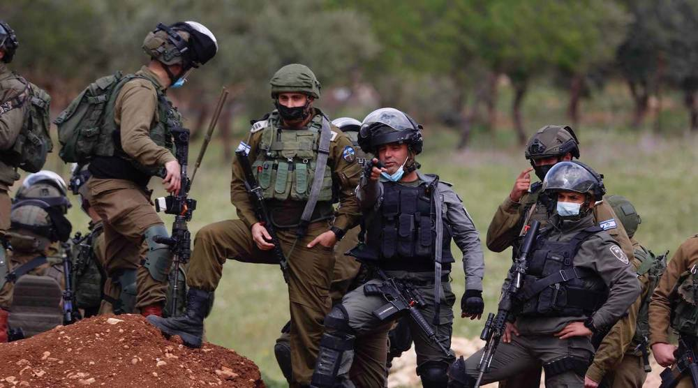 Israeli forces kill Palestinian man, injure scores of protesters in West Bank clashes