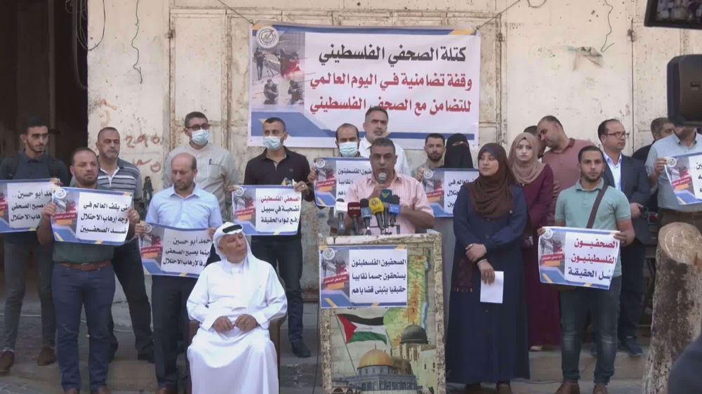 Palestinian hold sit-in rally to support Palestinian journalists