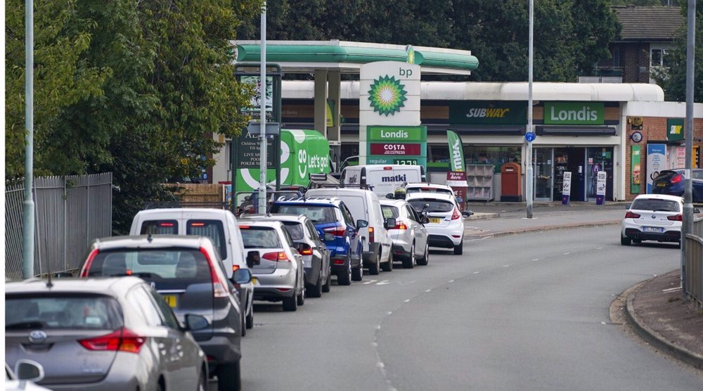 Johnson to consider using army as UK's petrol pumps run dry
