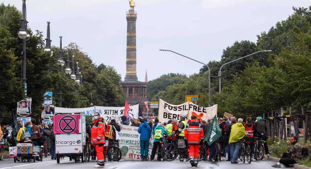 German climate groups plan legal action against car giants