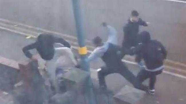 Thugs wield machete in 'bloodbath Britain': Video