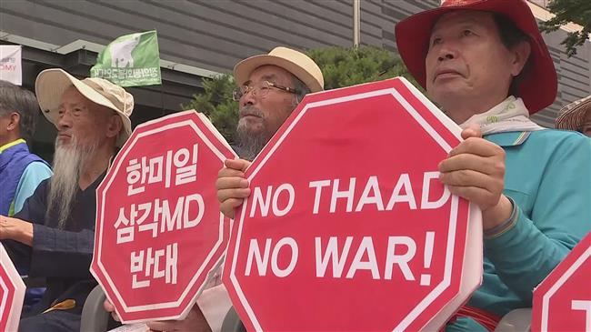 Koreans demonstrate for and against US, North Korea