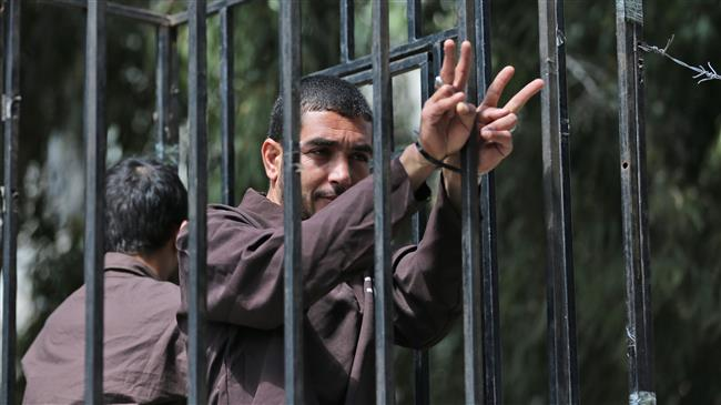 140 Palestinian prisoners continue strike for 13th day