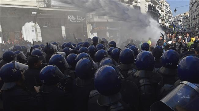 Police uses water cannons to disperse Algerian protesters