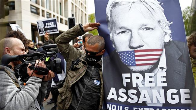 Protest breaks out in front of The Guardian headquarters over Julian Assange coverage