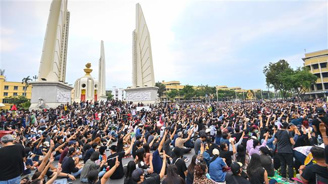 Anti-govt. protesters in Thailand urge king to act on reforms