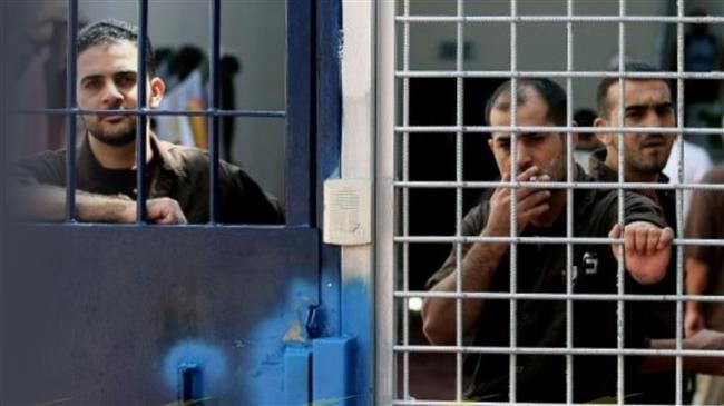 Gazans express solidarity with Palestinian prisoners in Israeli jails