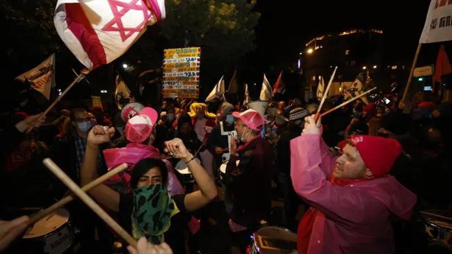 Israeli protesters want Netanyahu behind bars amid political deadlock