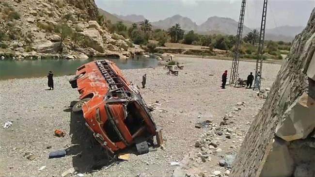 At least 20 Muslim pilgrims die in Pakistan bus crash