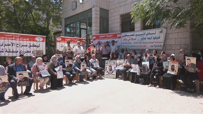 Palestinian prisoners on hunger strike to protest administrative detention