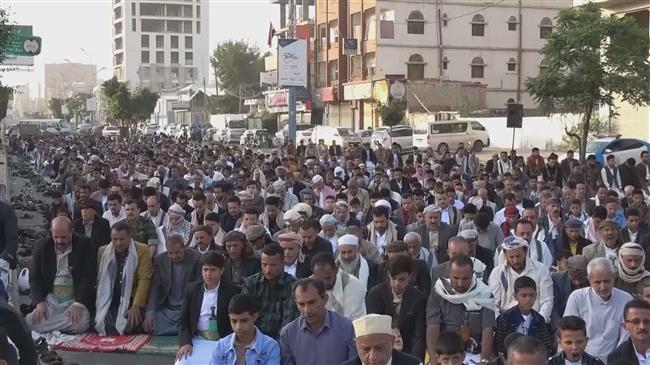 Yemenis gather in front of UN office, urge pressure on Riyadh to lift siege