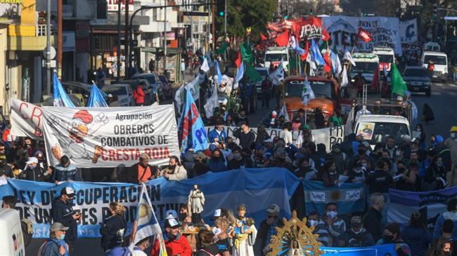 Argentines protest over poverty, unemployment amid economic crisis